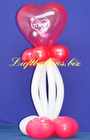 Bild. Dekoration aus Luftballons Ti Amo. Herzluftballons, Mini-Luftballons und Modellierballons.