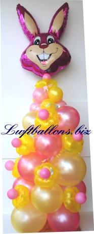 Bild. Dekoration aus Luftballons zu Oster. Blüten-Luftballons, Mini-Luftballons, Standard-Luftballons und der Osterhase als Folien-Luftballon