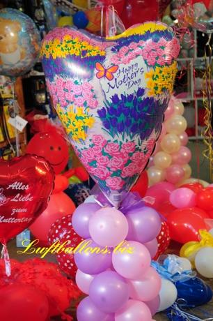 Bild. Dekoration aus Luftballons zum Muttertag. Zum Kaufen im Geschäft