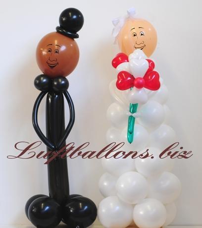 Bild. Dekoration aus Luftballons zur Hochzeit. Hochzeitspaar aus Luftballons