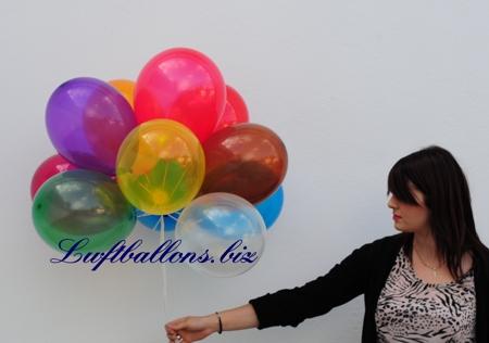 Bild. Kristall Luftballons in einer Ballontraube mit Helium