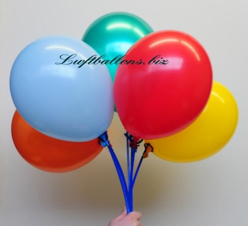Bild. Luftballons auf Stäben