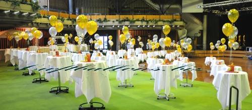 Bild. Hallendekoration mit Luftballons zu Silvester