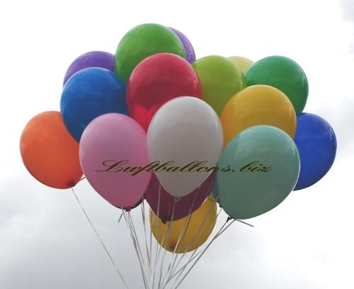 Bild. Luftballons in Pastellfarben, Standardrarben. Mit Helium gebündelt in einer Ballontraube