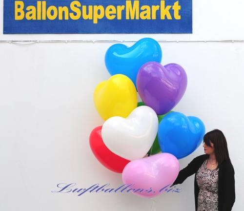 Bild. Riesen-Herzluftballons mit Helium