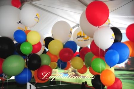 Bild. Riesenballons, große, riesige Luftballons zur Dekoration mit Helium