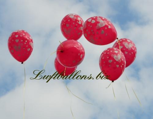 Bild. Runde rote Luftballons, I Love You, steigen mit Helium zum Himmel auf