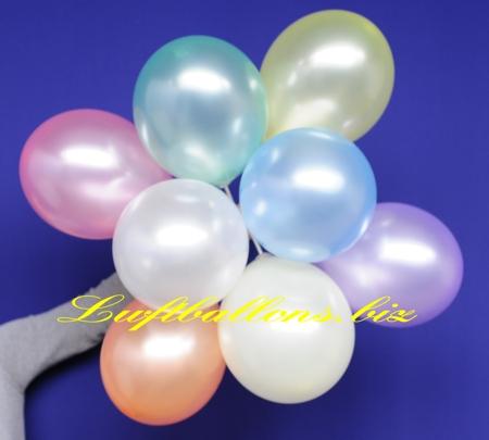 Bild. Perlmutt-Luftballons an Stäben