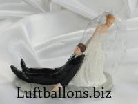 Hochzeitspaar, Tischdekoration zur Hochzeit, Bräutigam im Schlepp