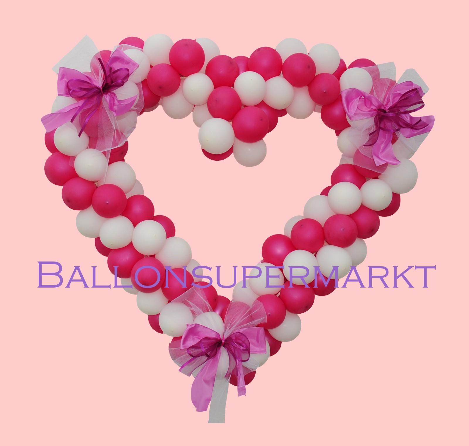 Herzliche Ballondekoration zur Hochzeit Herz aus Luftballons mit