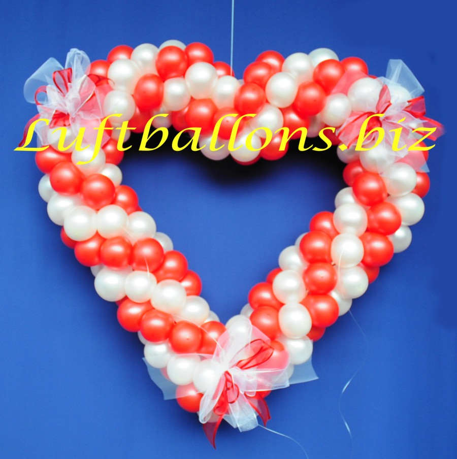 Herz Aus Luftballons Mit Hochzeitsschleifen Hochzeitsdeko
