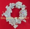 Hochzeitsdeko Herzgirlande in weiß schimmernden Perlmuttfarben