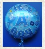 Luftballon zur Geburt eines Jungen, It's a Boy, mit Helium aus Folie