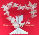 Tischständer mit weißen Blüten und Hochzeitstaube, Hochzeitsdeko